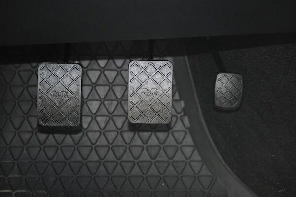Orden de los pedales de un auto