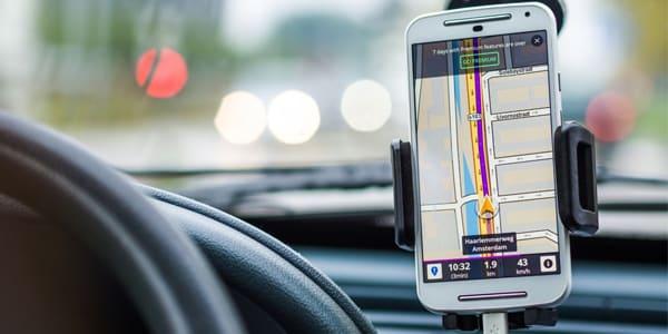 aplicaciones para viajar en auto en carretera